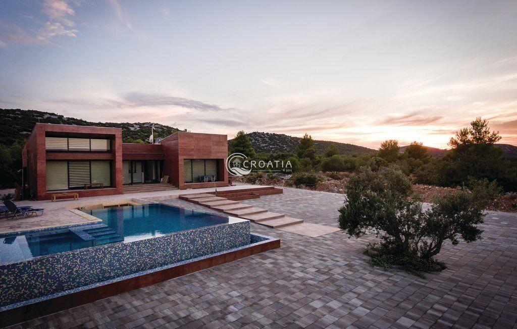 Luxury villa in Vodice