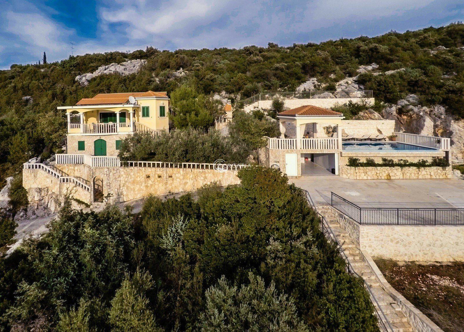 Villa in beautiful bay near Marina