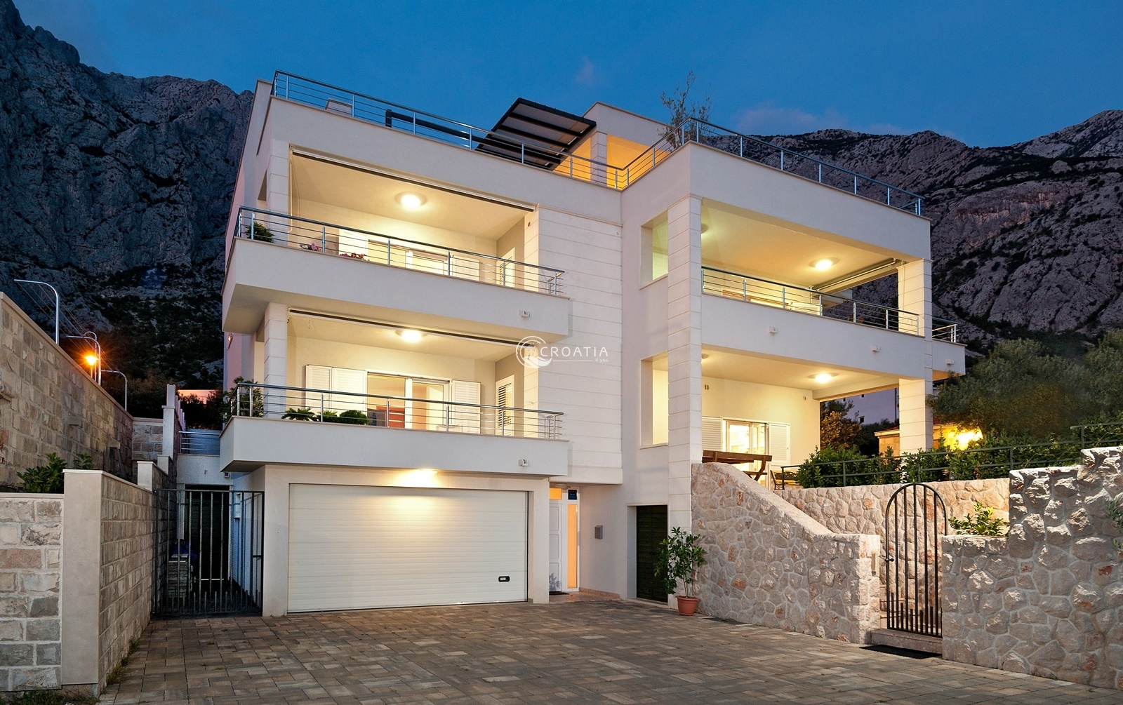 Luxury House with apartments for sale in Makarska