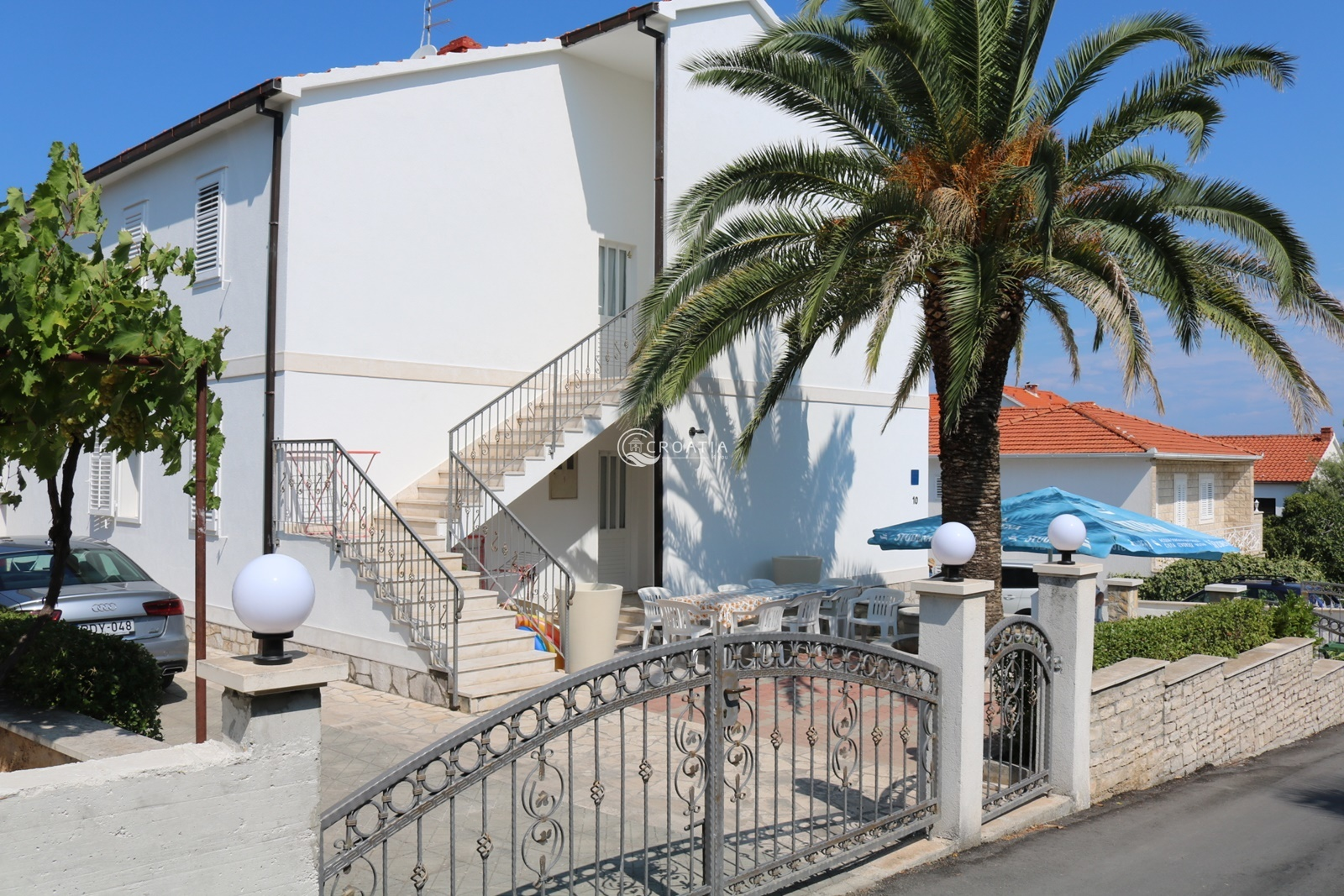 House with apartments in Supetar on island Brač