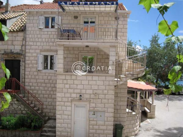 House with apartments for sale on Pelješac