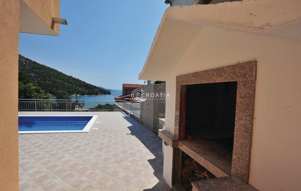 Apartment house with sea view in Trogir area
