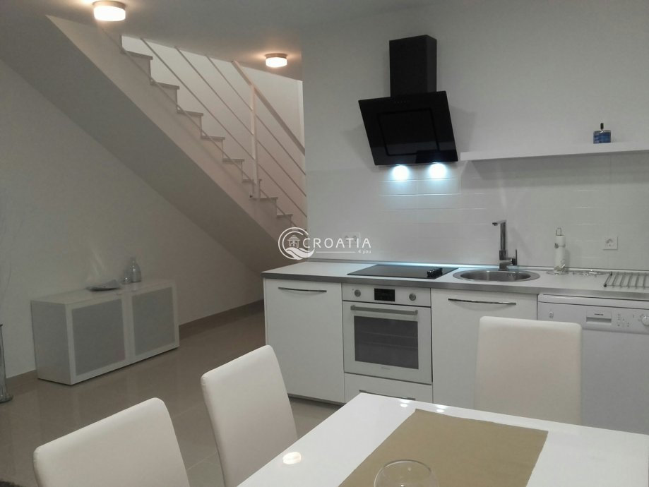 Four bedroom apartment in Novalja
