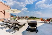 Hotel with outdoor swimming pool in Podstrana