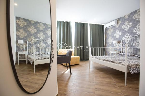 Hotel with restaurant in Split for sale