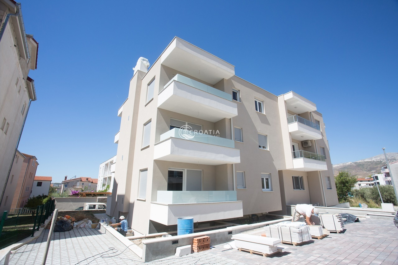 Apartment building for sale near Split